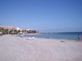 Beachfront Apt - Best Location