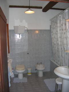 Main bathroom, ground floor