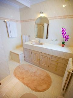 Villa Marlis Ibiza. Bathroom 'in suite' in room 1. http://www.villamarlis.com