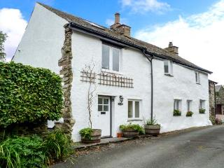 BECKFOLD, cosy romantic cottage, pet-friendly, woodburner, character features, near Ulverston, Ref 30649, Penny Bridge