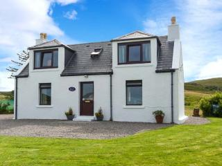 SEAVIEW, sea views, WiFi, child-friendly cottage near Portree, Ref. 915805