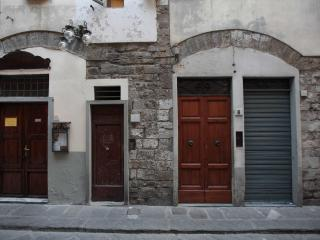 1 bedroom flat on quintessential Florentine street, wi-fi available