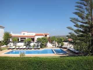 Apartments Casa da Horta T1 - PEACEFUL & LOW PRICE, Olhos de Água