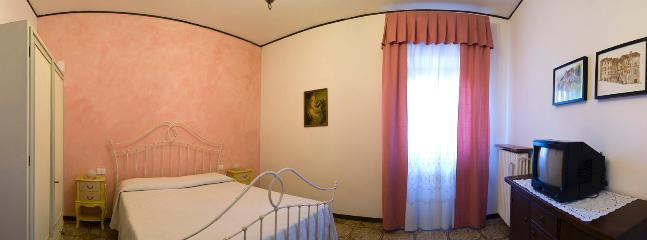 bedroom of apartment 'Pink stone' Sasso Rosa
