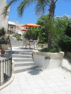 Entrance pathway to Yellow, Orange and pool area