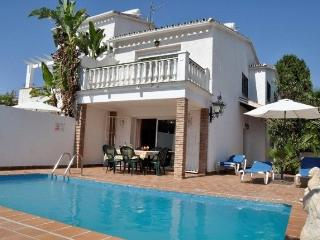 3B 3BTH Villa private pool AC WiFi Parador area Nerja HLLEO
