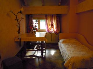 VILLA MERY GUEST HOUSE Camera Mimosa, Casale Monferrato