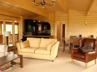 Creaggan Lodge - Luxurious Costal Log Cabin