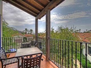 Upgraded Beautiful Upstairs Villas across from Main Resort Style Pool LQ145