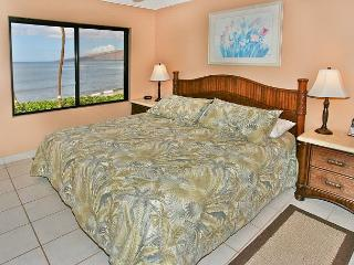 #302 - 2 Bedroom/2 Bath Ocean Front unit on Sugar Beach!, Kihei