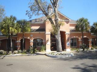 Beautifully furnished 2-Br / 2-Ba Ground Flr Condo, King/Queen, 1-car garage, Gulfport