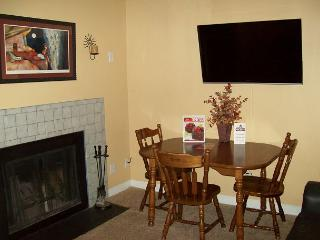 Oak Square, One Bedroom Condo in the Heart of Gatlinburg (Unit 111)