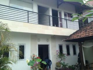 Baby Balu Villa -Green views- 5min drive to beach, Tegal Mengkeb