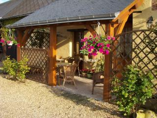 Quiet Bijou 2 Bed Original Country Cottage Relax, Mouliherne
