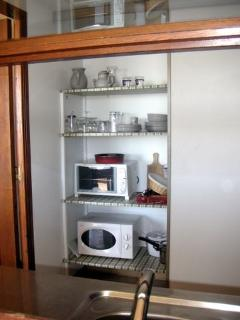 Oven, microwave and fully-equipped for dining