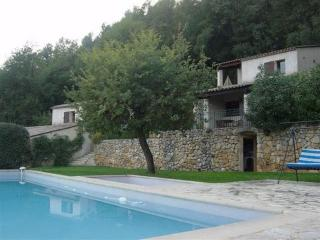 JdV Holidays Gites des Chênes 1, charming hillside location and great price!