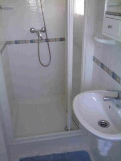 Smart fully-tiled  walk-in En suite shower.