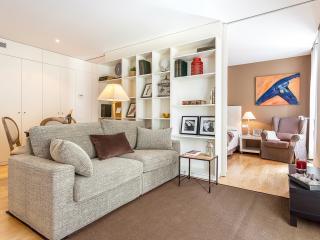 Homearound Rambla Suites & Pool - Luxury 41 (1BR), Barcelona