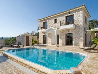 Villa Prosefhi, 4 Bedroom Villa in Stunning Location with Private Pool