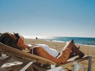 Sun & Relaxation on the Beach at Praia dos Salgados