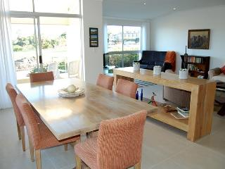 Spacious,  light 2 bed self catering apartment
