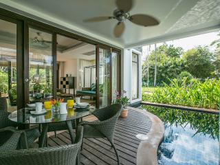 3-Bedrm Pool Villa, 1 Minute's Walk to Beach, Mae Nam