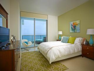 Deluxe Ocean Front 1br with balcony & WiFi, Miami