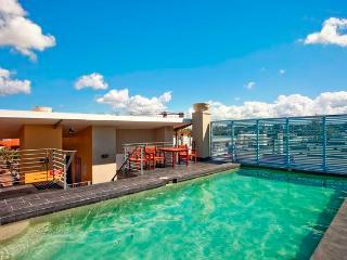 Rooftop Pool, Gym, Sauna, Spa.
