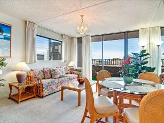 Ocean View End unit Royal Kuhio Condo, Great Amenities, Free Parking!!