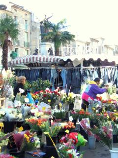 A corner of the Pezenas Saturday market.