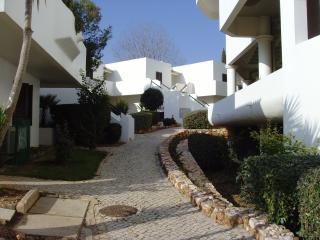 Apartment 102, Clube Nautilus