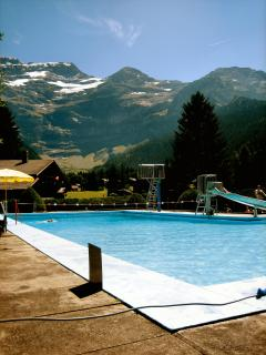 Les Diablerets' swimming pool with a view