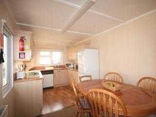 Fully equipped kitchen/diner