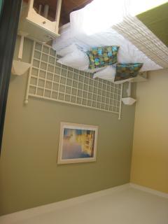 Master Bedroom (5ft bed)