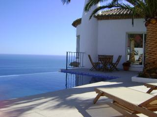 Magnificent sea views from every room. ' el Refugio '. Monte de los Almendros
