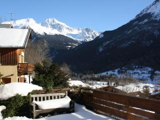 Chalet Grand Bec - fantastic views, log woodburner, spacious