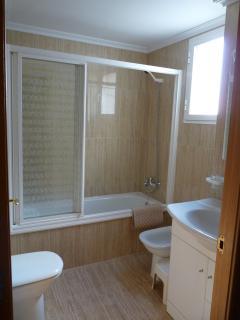 En-suite bathroom & shower