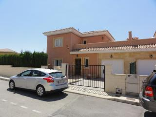 3 Bed Villa, Pool, A/Con  Free Use Of 8 Seater Car