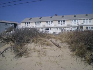 Beautiful Oceanview Studio With Private Beach, Dennis Port
