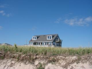 LOCATION! 'SEASIDE' 2- 12 guests / PRIVATE  BEACH, Charlestown