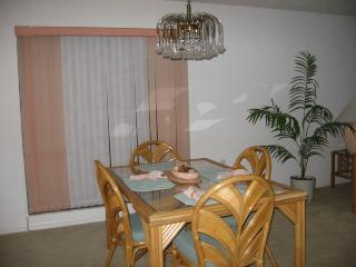 Gorgeous Naples 2b/2b end unit condo, Napoli