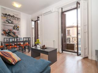 Aparment center historic Mayor/ Sol 3 bedrooms balcony, Madrid