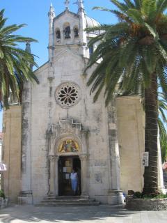 Church, Bella Vista square