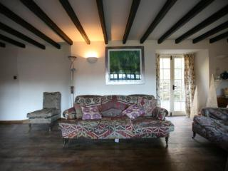 Traditional Devon Long House lounge with oak floors