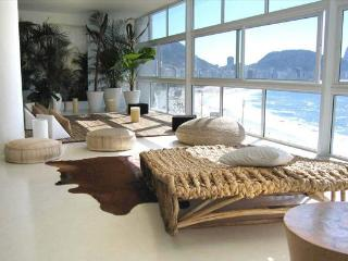 HUGE COPA OCEANFRONT LUXURY 3 BEDROOM + 2 CONVERT