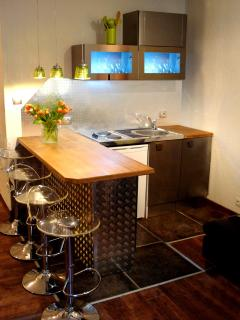 kitchenette/bar