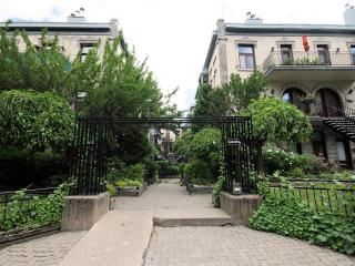 Cozy condo in from of Mount Royal and Jeanne-Mance Park, Montreal