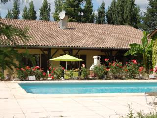 Farmhouse / Villa with pool home from home luxury, Monclar