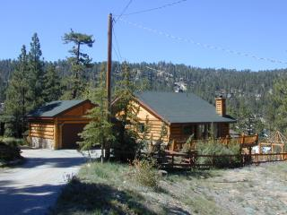 Blue Jay Lakeview. Private secluded logged cabin, Big Bear Lake