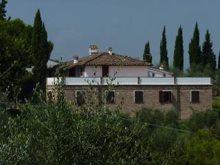 3 bedroom in restored farmhouse with stunning panoramic terrace, sleeps 8, San Miniato